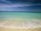 Clear Blue Water and Wispy Clouds Along the Beach at Cancun Fotografisk tryk af Michael Melford