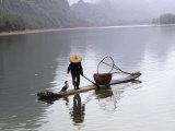 Cormorant Fisherman on Bamboo Raft, Li River, Guilin, Guangxi, China Lámina fotográfica por Gehman, Raymond