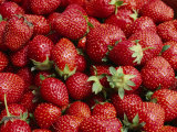 Close View of Freshly Picked Strawberries Fotografisk tryk af Brian Gordon Green