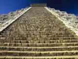 One of the Four Stairways of El Castillo Pyramid at Chichen Itza Fotografisk trykk av Michael Melford