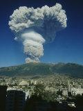 The Eruption of Guagua Pichincha on October 7, 1999, the Volcano Rises 15,728 Feet Fotografie-Druck von Pablo Corral Vega