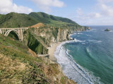 A View of Bixby Bridge on Hwy 1, Along Californias Big Sur Coast Fotografisk tryk af Rich Reid