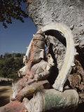 Stone Sculpture Shrine to the Hindu Deity Ganesh Fotografisk tryk af Gordon Wiltsie