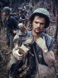 Dirty, Exhausted Looking US Marine on Patrol with His Squad Near the DMZ During the Vietnam War Reproduction photographique par Larry Burrows