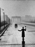 Automobile Arriving from the Eastern Sector of Berlin Being Halted by West Berlin Police Reproduction photographique par Ralph Crane