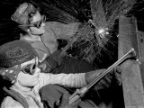 Female Welders at Work in a Steel Mill, Replacing Men Called to Duty During World War II Reproduction photographique par Margaret Bourke-White