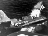 American SB2C Scout Plane Circling Above an Aircraft Carrier Prior to Landing Lámina fotográfica