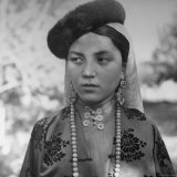 Close Up of Uighur Girl from Kashgar Fotografie-Druck von William Vandivert