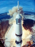 Apollo 11 Spacecraft Lifting Off Launch Pad at Cape Kennedy Lámina fotográfica