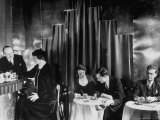 Couples Enjoying Drinks at This Smart, Modern Speakeasy Without Police Prohibition Raids Reproduction photographique par Margaret Bourke-White