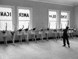 Dancers at George Balanchine's School of American Ballet Lined Up at Barre During Training Impressão fotográfica por Alfred Eisenstaedt