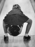 Child Bowling at a Local Bowling Alley Fotografisk trykk av Art Rickerby