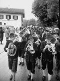 Brass Band Playing For Bavarian Wedding Procession Reproduction photographique par Stan Wayman