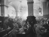 Interior of Munich Beer Hall, People Sitting at Long Tables, Toasting Impressão fotográfica por Ralph Crane