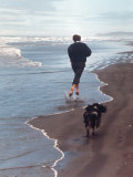Presidential Candidate Bobby Kennedy and His Dog, Freckles, Running on Beach Reproduction photographique par Bill Eppridge