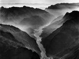 "The Yangtze River Passing Through the Wushan, or ""Magic Mountain"", Gorge in Szechwan Province Impressão fotográfica por Dmitri Kessel"