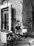 Vendor Selling Mussels and Bread in the Street Impressão fotográfica por Alfred Eisenstaedt
