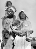 Sikh and His Family in Convoy Migrating to East Punjab After the Division of India Reproduction photographique par Margaret Bourke-White