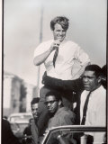 Senator Robert F. Kennedy Campaigning During the California Primary Fotografie-Druck von Bill Eppridge