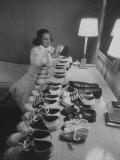 Mrs. Ottilie King Lining Up Her Children's Shoes Reproduction photographique par Stan Wayman