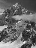 Snow Capped Mountains Impressão fotográfica por Nat Farbman