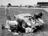 Men Fixing Their Race Car During the Grand Prix Reproduction photographique par Stan Wayman
