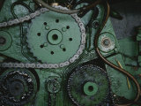 A Close View of Gears and a Drive Chain on a Piece of Machinery Lámina fotográfica por Touzon, Raul