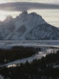 Grand Teton Mountain and the Snake River in Winter Valokuvavedos tekijänä Raymond Gehman