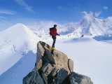 A Mountain Climber Summits Mount Bearskin Fotografie-Druck von Gordon Wiltsie