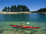 Woman Kayaks Through the Clear Water of Penobscot Bay, Maine Reproduction photographique par Skip Brown