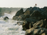 Kayaker Carries Boat up the Rocks of Great Falls on the Potomac River Reproduction photographique par Skip Brown