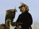 A Mongolian Eagle Hunter in Kazakhstan Lámina fotográfica por George, Ed