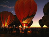 At a Ballon Festival in Albuquerque at Dusk 写真プリント : スティーブ・ウィンター