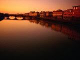 Sunset Over Arno River Seen from Ponte Santa Trinita, Florence, Italy Fotografie-Druck von Damien Simonis