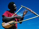 Man Playing Local Stringed Instrument at Kebirigo, Kenya Lámina fotográfica por Eric Wheater