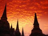 Sun Sets Over the Chedis (Buddhist Stupas) of Wat Phra Si Sanphet, Ayuthaya, Thailand Reproduction photographique par Anders Blomqvist