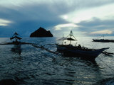 Outrigger Boats at Dusk in Sigaboy, Davao Oriental, Philippines, Southern Mindanao Lámina fotográfica por Eric Wheater