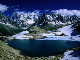 Lac Blanc og Mont Blanc-massivet på vandreturen Tour Du Mont Blanc, Haute-Savoie, Mont Blanc, Frankrig Fotografisk tryk af Gareth McCormack