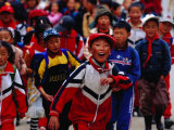 Group of School Children on Main Street of Daocheng, China Lámina fotográfica por Richard I'Anson