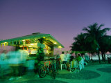 Copacobana Kiosk at Night, Rio De Janeiro, Brazil 写真プリント : トム・コックレム