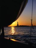 Statue of Liberty at Sunset from Staten Island Ferry, New York City, New York, USA Valokuvavedos tekijänä Angus Oborn