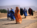 Local People Travel the Road Between Nouadhibou and Mouackchott, Mauritania Fotografisk tryk af Jane Sweeney