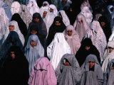Group of Women Praying, Tehran University, Tehran, Iran Lámina fotográfica por Michael Coyne