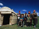 Krygz Family Portrait Outside Summer Yurt, Outside of Kochkor, Kyrgyzstan Fotografisk tryk af Anthony Plummer