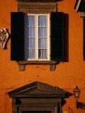 Exterior of Building on Via Del Duomo, Lucca, Italy Fotografie-Druck von Damien Simonis