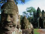 Giants Causeway at South Gate of Angkor Thom Angkor, Siem Reap, Cambodia Lámina fotográfica por Glenn Beanland
