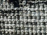 Wall of Skulls in Templo Mayor, Zocalo District, Mexico City, Mexico Lámina fotográfica por Richard Nebesky