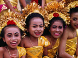 Smiling Faces on Four Young Girls All Dressed Up for a Temple Procession, Indonesia Fotografisk trykk av Adams Gregory