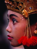 A Young Rejang Dancer Waits in Line for Her Turn to Dance Pendet, Indonesia Fotografie-Druck von Adams Gregory
