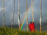 Rainbow and Monks with Praying Flags, Phobjikha Valley, Gangtey Village, Bhutan Lámina fotográfica por Keren Su